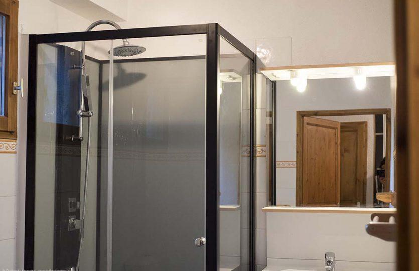 Vaujany self catering apartment salle de bain